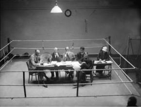 Foto de la mesa que presidió la Asamblea de fundación en el Sporting Club de París